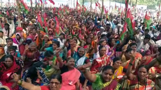 On Day 2, protesting farmers march towards Mumbai's Azad Maidan