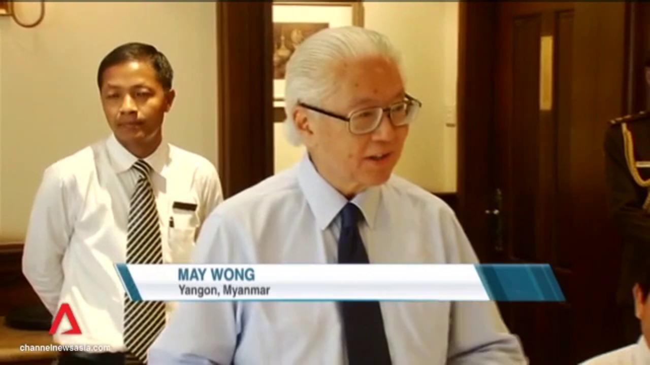 President Tony Tan meets Singaporeans working in Yangon