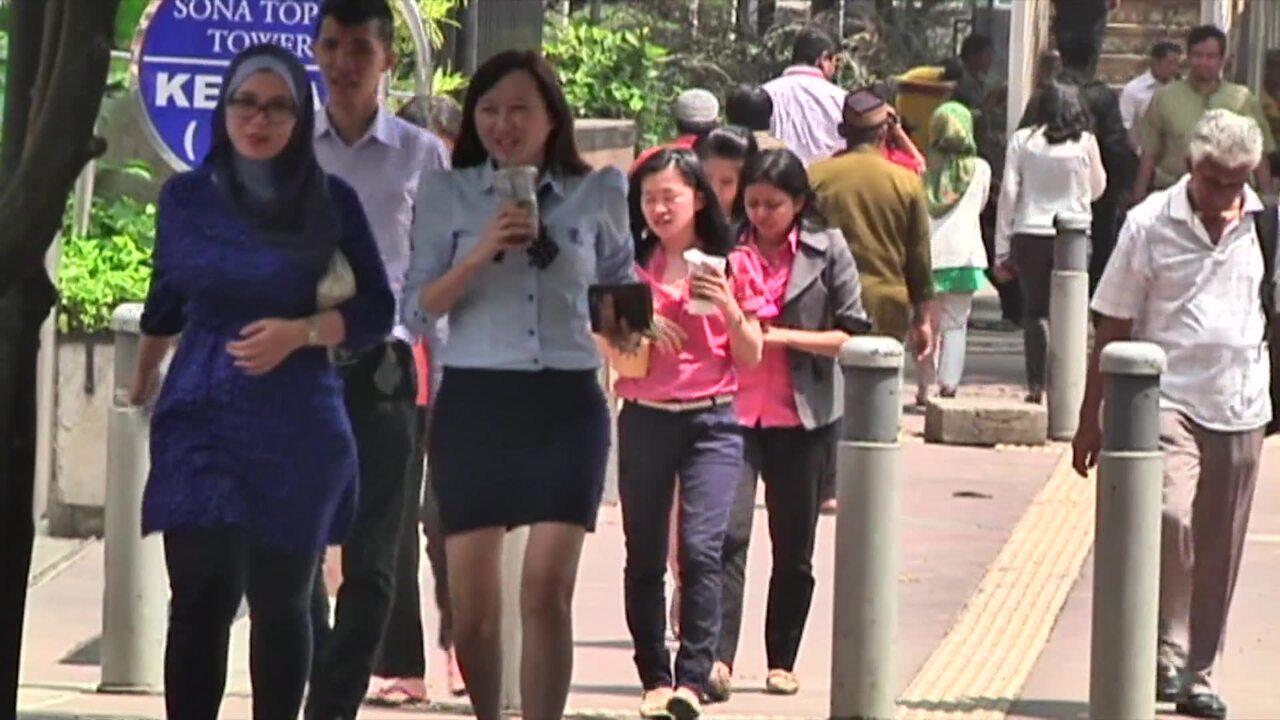 Indonesia combats radicalism among civil servants   Video